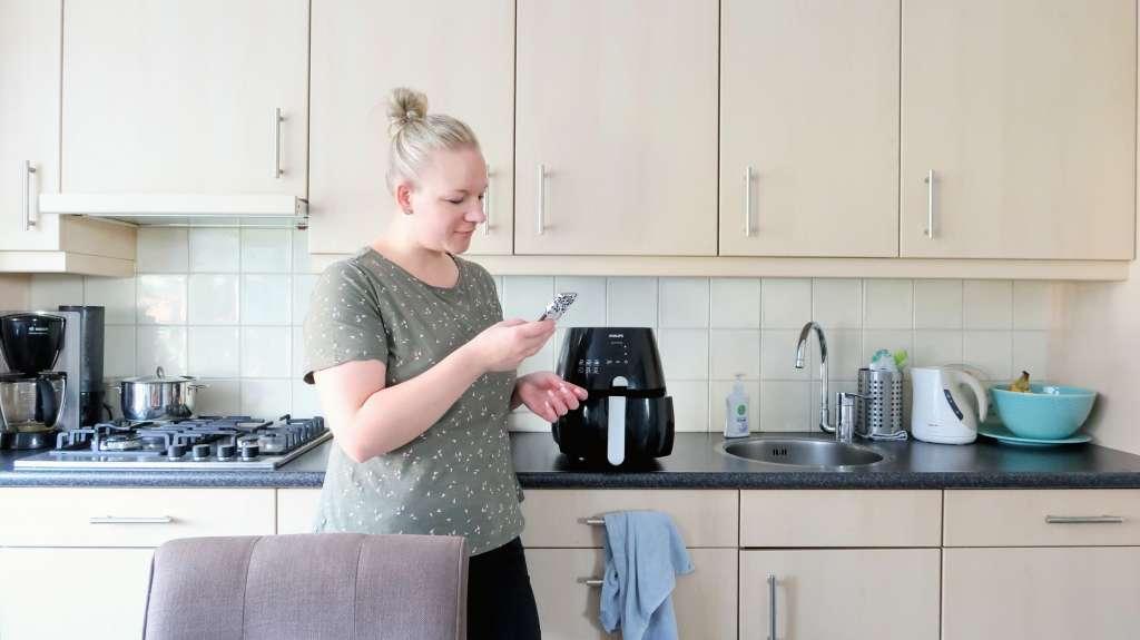 Zoeken naar manieren om de airfryer schoon te maken - Mama's Meisje blog