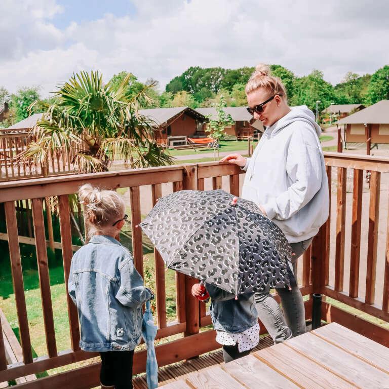 Safaritent met baby - glamping op Vakantiepark Sallandshoeve - Mama's Meisje blog