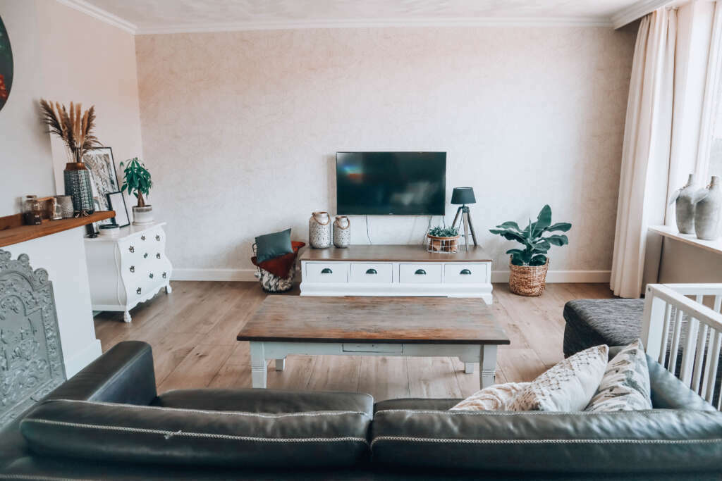 Geen gordijnen woonkamer raamdecoratie opties budgettip goedkoop betaalbaar - Mama's Meisje blog